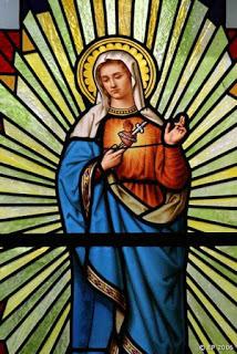 Corazón de Maria vitral casa de St-Laurent-Sur-Sevre_10